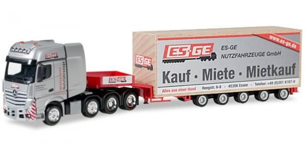 "925648 - Herpa - Mercedes-Benz Actros GigaSpace SLT Semitieflader-Sattelzug mit Kiste ""ES-GE"""