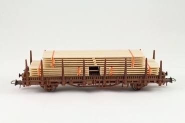 H01211 - Bauer - Bretterstapel - 142 mm lang