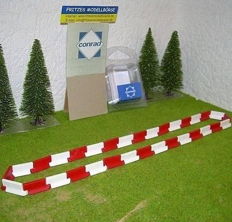 99824/0 - Conrad - Fahrbahnbegrenzung rot/weiß 1:50
