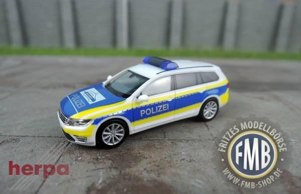 """932707 - Herpa - VW Passat Variant GTE Hybrid Funkstreifenwagen """"Polizei Niedersachsen / Gifhorn"""""""