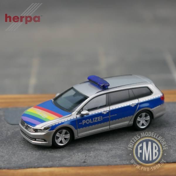 """940351 - Herpa - VW Passat Variant Funkstreifenwagen """"Polizei Lübeck / CSD-Regenbogen"""""""