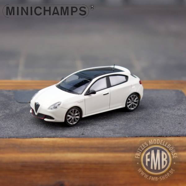 120001 - Minichamps - Alfa Romeo Giulietta Veloce (2017), weiß