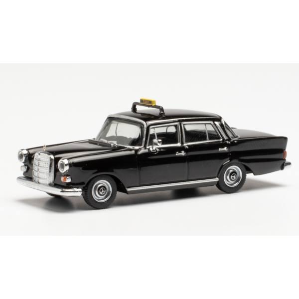 095686 - Herpa - Mercedes-Benz 200, schwarz - Heckflosse / Taxi