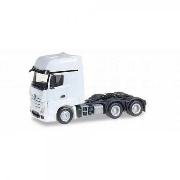 305167-002 - Herpa - Mercedes-Benz Actros GigaSpace 6x4 Zugmaschine, weiß