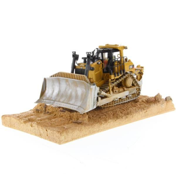 85702 - Diecast Masters - CAT D9T Raupe - gealtert / verschmutzt