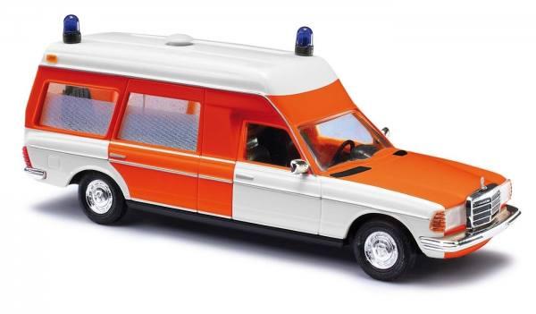 52201 - Busch - Mercedes-Benz VF 123 Miesen Krankenwagen der Feuerwehr - Baujahr 1977