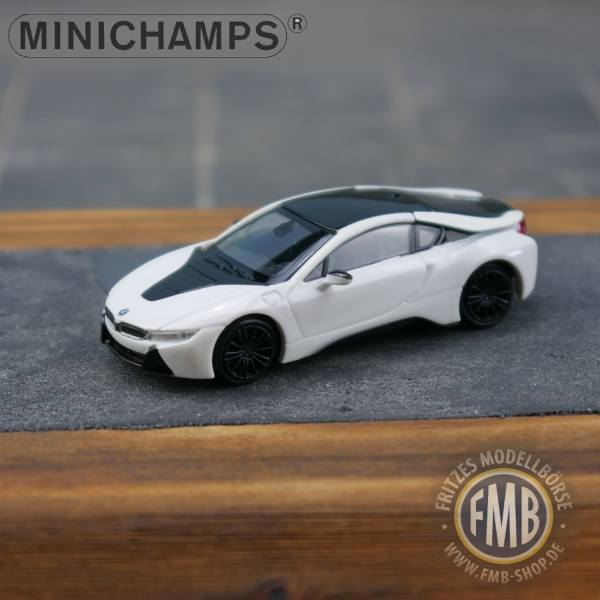 028221 - Minichamps - BMW i8 Coupe (2015) E-Mobility, weiß metallic