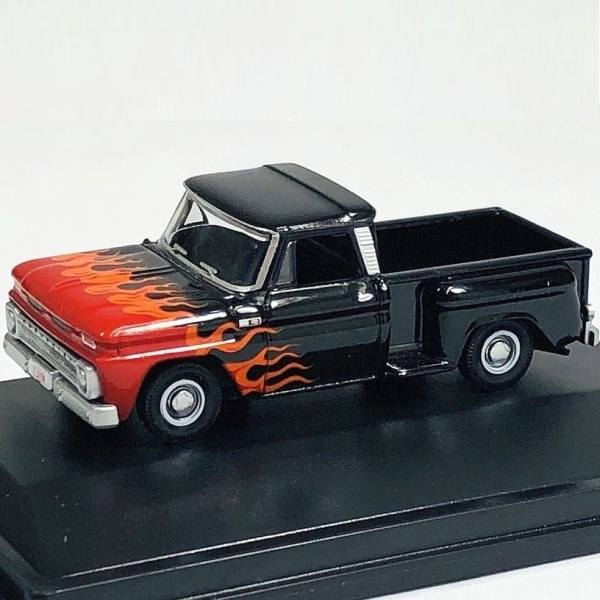87CP65004 - Oxford - Chevrolet Stepside Pickup (Bj.1965), schwarz mit Flammendekor