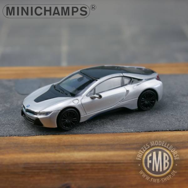 028220 - Minichamps - BMW i8 Coupe (2015) E-Mobility, silber