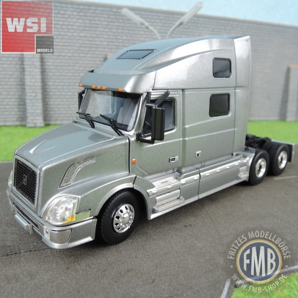 33-2030 - WSI - Volvo VN 780 6x4 silver tractor 3axle - Basic Line - USA -