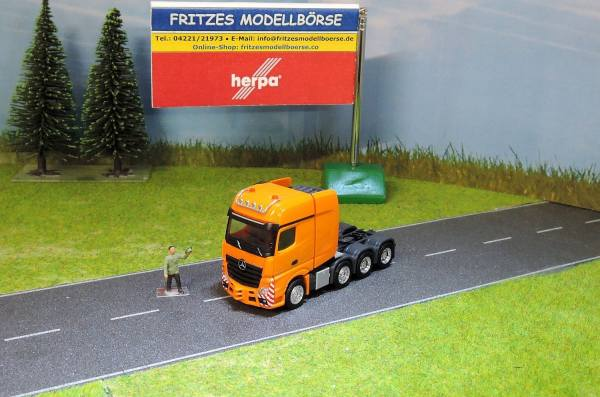 B66005029 - Herpa - MB Actros GiSp SLT Schwerlastzugmaschine -orange-
