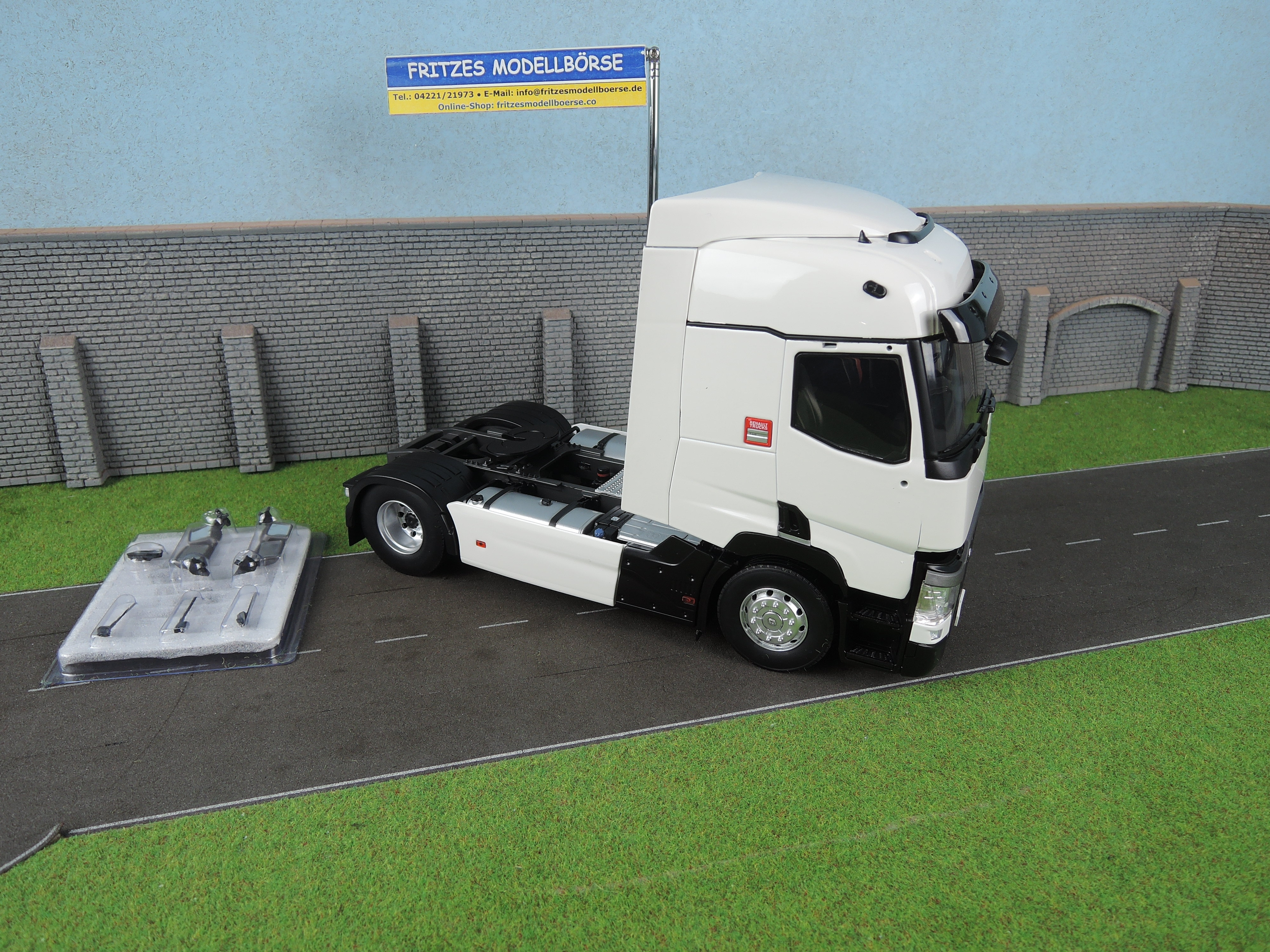 Zaktualizowano 111794-40 - Eligor - Renault T460 rigid truck tractor, white - 1 OF41