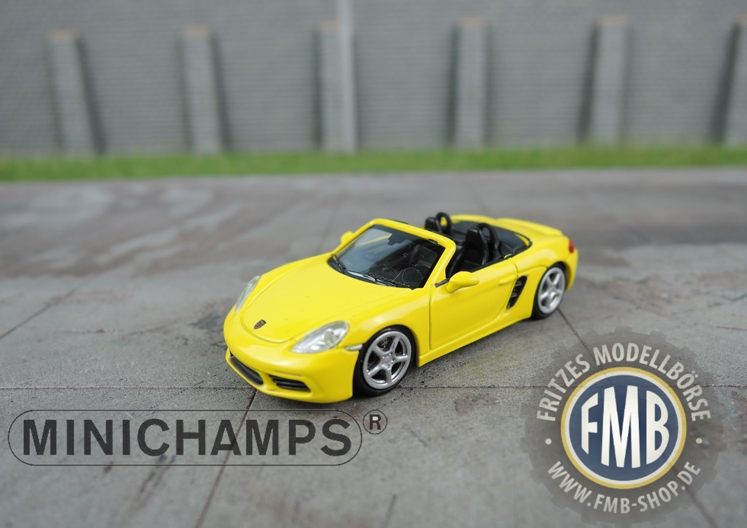 Porsche 718 Boxster 2016 in Grey Metallic Scale Model 1//87 Scale Minichamps